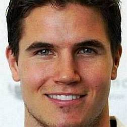 Net Worth of Robbie Amell