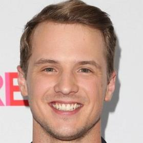Net Worth of Freddie Stroma